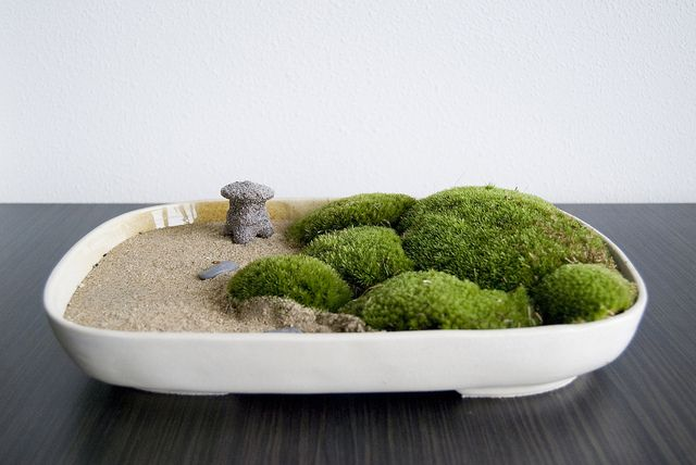 Zen garden with moss and a Japanese latern by Otomodachi, via Flickr