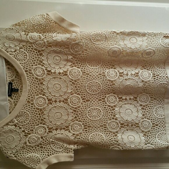 Juicy Couture crocheted short sleeve top Really cute crocheted top Juicy Couture Tops Tees - Short Sleeve