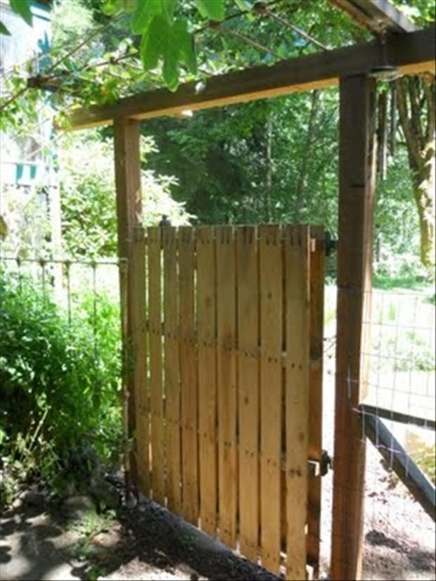 Pallet Garden Gate (what Kind Of Hinge Is That? Perhaps Best To Take IPad  To DIY Shop Show Piccie And Interogate Hapless Sales Assistant Into  Recommending ...
