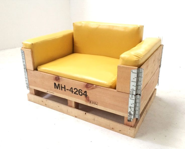 """Collapsible ''apple crate"""" chair"""