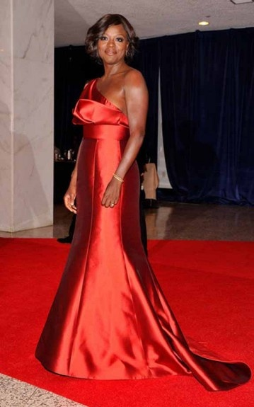 Viola Davis in a beautiful cherry red Amsale one-sleeve, empire waist pleated gown
