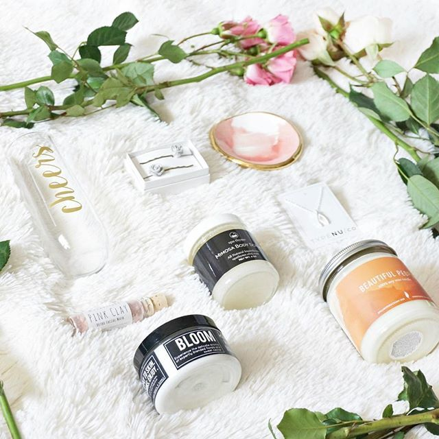 Loving this shot of our Bridesmaid Box! Look at all the gorgeous presents you could gift!