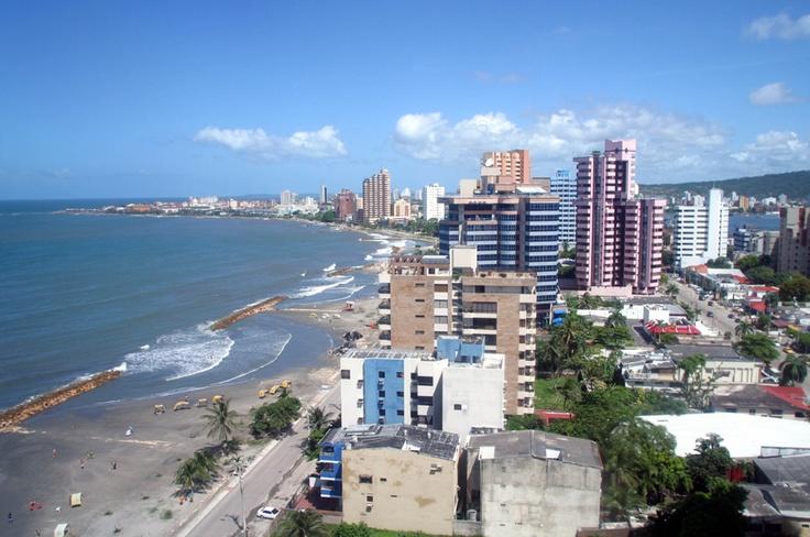 Cartagena fundada el 1 de junio de 1533 se ha convertido en uno de los sitios turísticos más importantes de Colombia por su historia, arquitectura y calidad de su gente además fue la sede de la VI Cumbre de las Américas