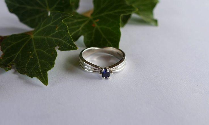 Blue stone ring #silver #handmadejewelry #ringoftheday #ribbonring #leaves #jewelryphotography