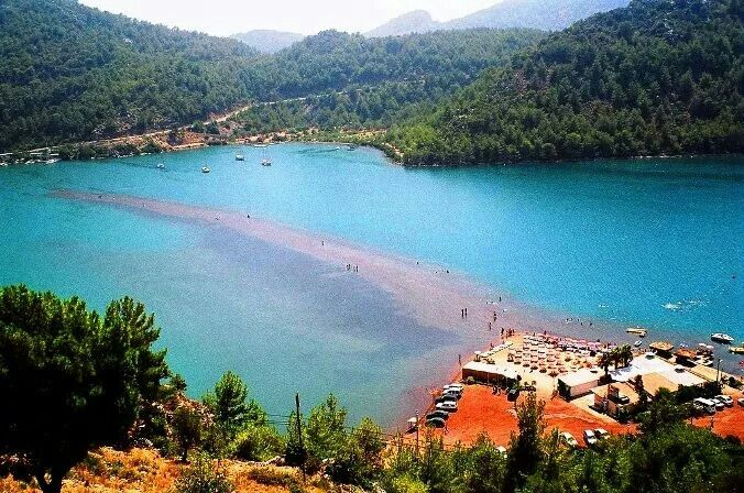 Kızkumu, Muğla, Turkiye. Kızkumu is an area of 600 meter shallow water that divides this bay of Turkey into two and is part of Orhaniye District of the city Muğla, Hisarönü Bay, Turkey