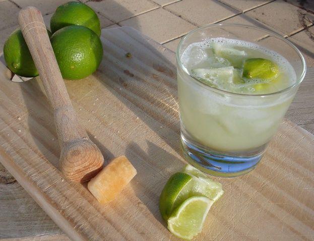 Διαβάστε τη συνταγή και πάμε να φτιάξουμε τη ρώσικη εκδοχή της Caipirinha, το Cocktail Caipiroska.