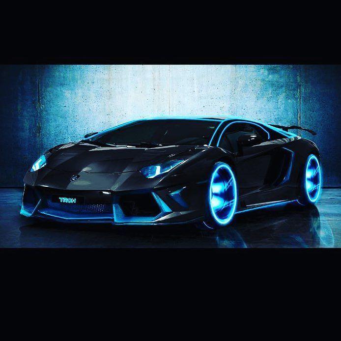 Hvis dere ser denne bilen på veien i dag så er det bare oss i Ledtrend som tar en kjøretur  #ledtrend #farge #glede #snartjul #ledbil #bil #biler #kjøre #ledsquad #ønsker #drømmer