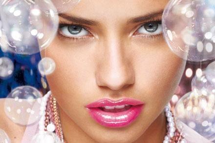 ¿Estáis cansadas de la misma barra de labios de todos los días? Lucid unos labios bonitos mezclando dos labiales diferentes, conseguiréis así nuevos colores para vuestros labios que siempre lucirán de maravilla.