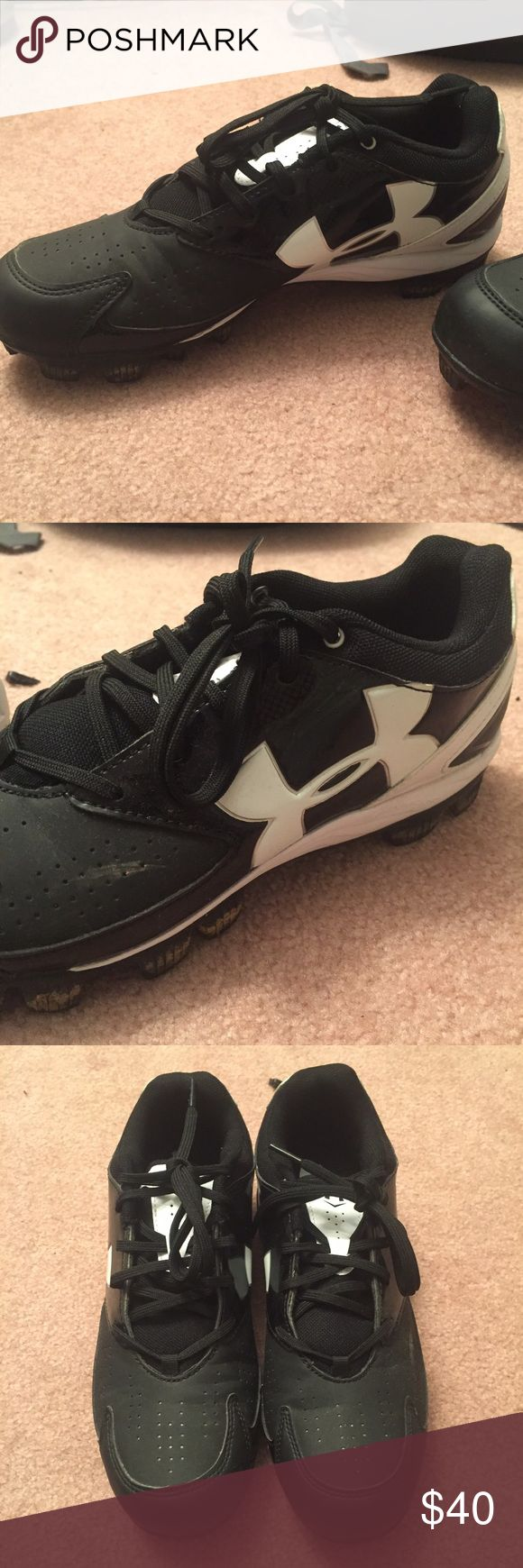 Under Armer Softball Cleats black and white. great condition. worn once. Women's 8.5. Make me offers👍🏻 Under Armour Shoes Athletic Shoes