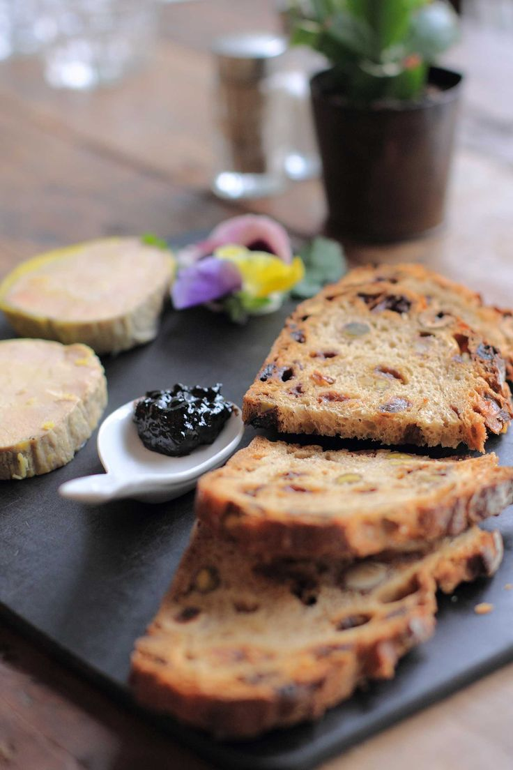 Foie gras et confiture à l'ail noir #foiegras #frenchfood #foodie #ail #garlic #blackgarlic