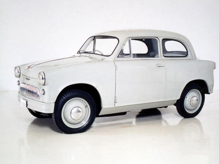 Pierwszy model samochodu Suzulight z 1955 roku.