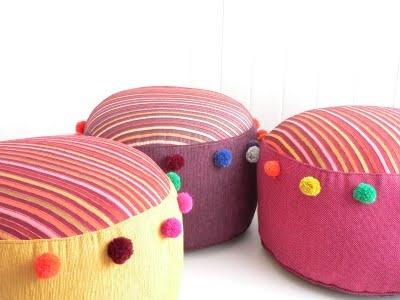 Hecho en Telar: Puff Rayas y Pompones Multicolor!!!!