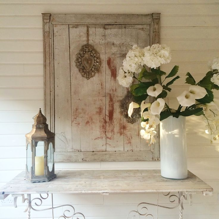 Beautiful huge white flowers and vintage accessories in our Summer lodge