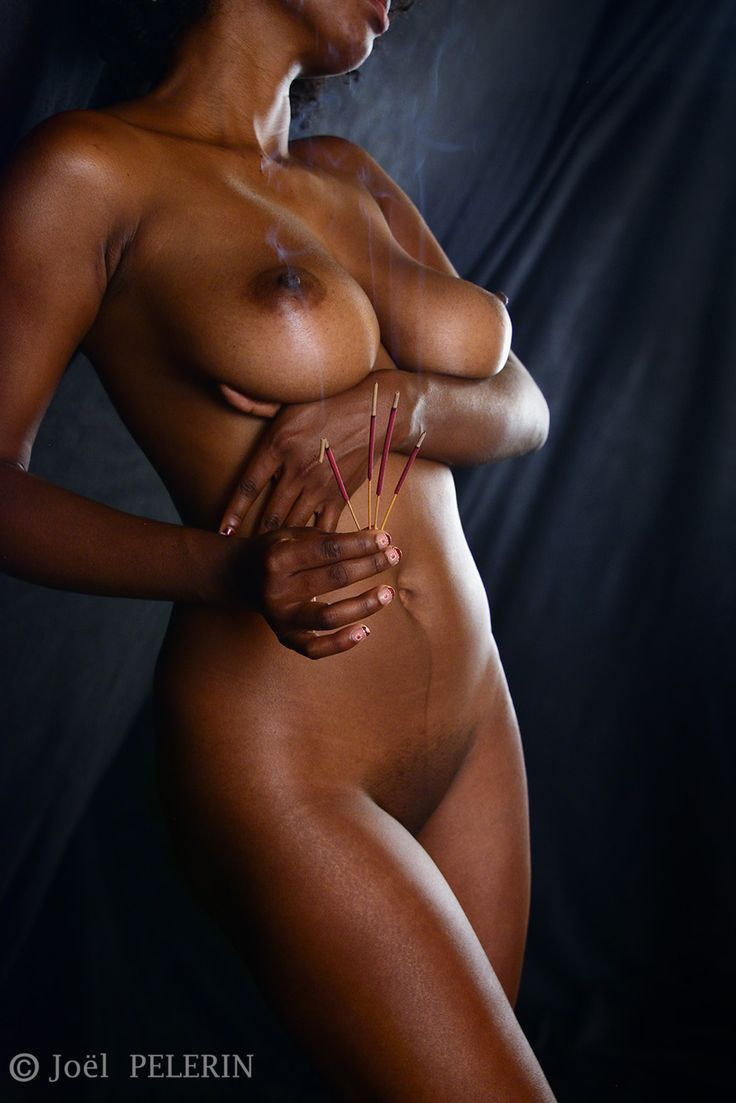 Ebony Queen Standing by charmeurindien