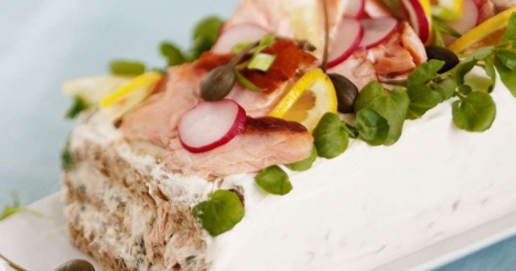 Lohivoileipäkakku on juhlapöydän klassikko.