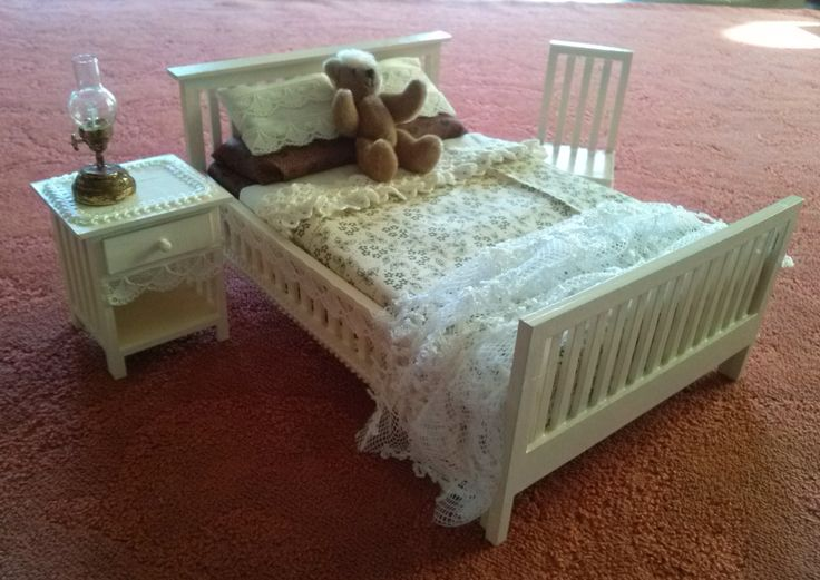 bedroom kit 1:12 made out of cardboard, made by Laserville. www.melissasminiwereld.nl