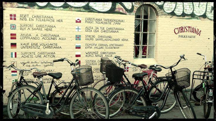 #Christiania in #Copenhagen is a self proclaimed autonomous district of about 1000 residents. Since its opening in 1971 it's been famous for its open cannabis trade. Besides that you can find cool graffitis bikes concerts shops... Christiania en Copenhague es un distrito autónomo de unos 1000 habitantes. Desde su creación en 1971 ha sido famoso por su permisividad con el cannabis. Yo estuve en 2015 y todavía había puestos de marihuana y plantas por las calles pero en teoría el año pasado se…