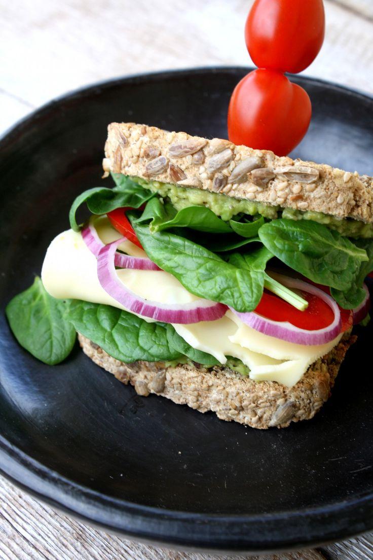 Eit brød uten sukker, gluten, melk, egg, gjær og nøtter - så smaker det fan...