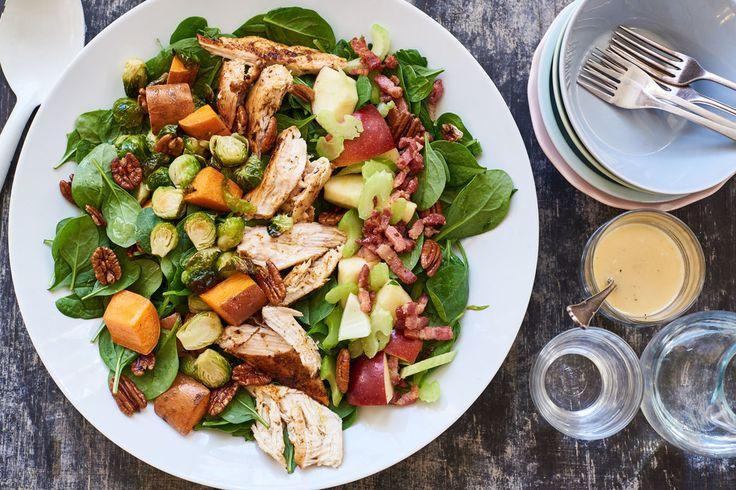 Amerikaanse 'Cobb Salad' met pecan, kip, spekjes en spruitjes | Marley Spoon