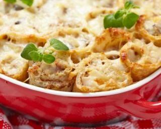Roulés de crêpes gain de poids en gratin poulet et béchamel : http://www.fourchette-et-bikini.fr/recettes/recettes-minceur/roules-de-crepes-gain-de-poids-en-gratin-poulet-et-bechamel.html