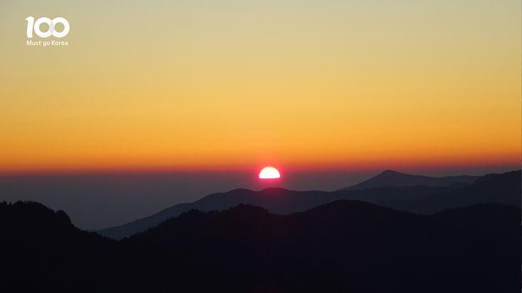 Sunset of Jirisan Mountain (지리산의 일몰)