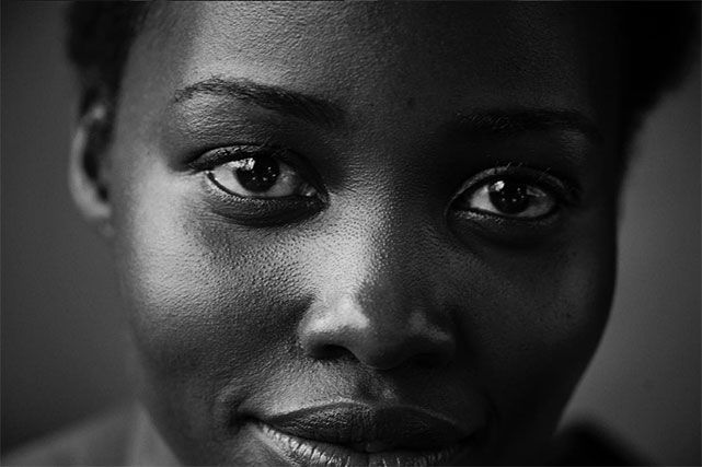 """O calendário Pirelli 2017 acaba de ser apresentado em Paris! A ideia principal do projeto, batizado de """"Emocional"""", é mostrar que existe uma beleza mais real e autêntica, em uma época em que as pessoas acreditam muito em um ideal de beleza inalcançável e manipulado pela mídia."""
