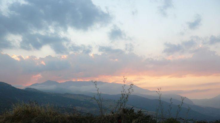 Monti delle Madonie (PA) - Il gruppo montuoso delle Madonie all'imbrunire, sulla sinistra si può notare la cima più elevata della catena (Pizzo Carbonara 1979 m.) - The mountain range of the Madonie at dusk, on the left you can see the highest peak in the chain (Pizzo Carbonara 1979 m).