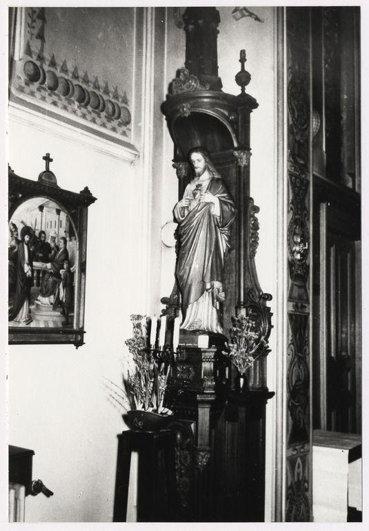 Molenstraat 160. Interieur St. Ludovicusklooster van de broeders van Maastricht. Kapel. Links een kruiswegstatie, in het midden een Heilig Hartbeeld op sokkel Auteur: niet vermeld - 1960