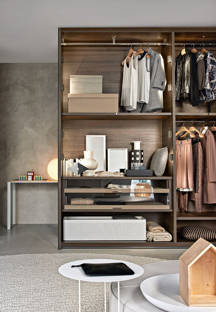 A complete system of wardrobes built to last and with maximum versatility.