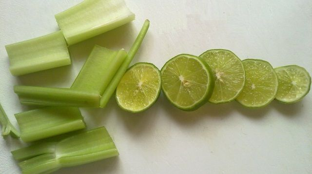 El remedio que se presenta en este artículo es muy simple y requiere sólo 2 ingredientes. Anuncios INGREDIENTES: 6 limones 300 gramos de apio Anuncios MÉTODO DE PREPARACIÓN: Lavar el apio a fondo y rallarlo. Luego ponerlo en una olla. Agregue el jugo de limón exprimido. Tapar la olla y ponerla en otra olla mas …