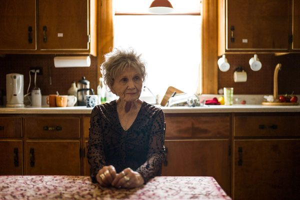 Alice Munro Wins Nobel Prize in Literature - NYTimes.com