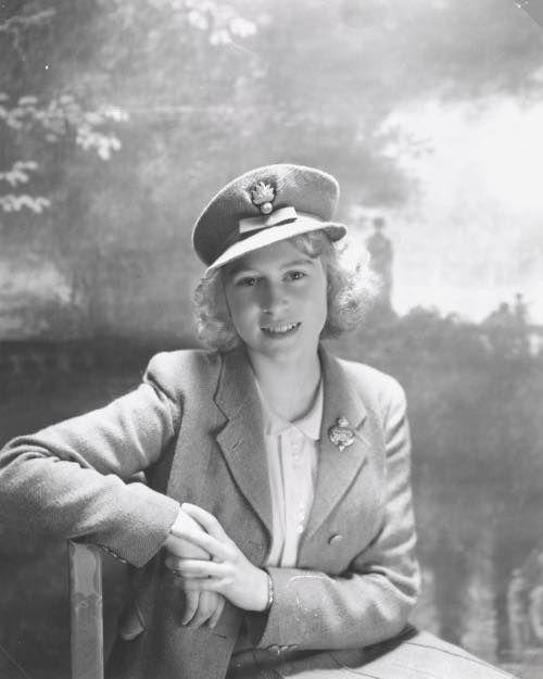Принцесса Елизавета, Букингемский дворец. Октябрь 1942 года.  Фото: Сэр Сесил Уолтер Харди Битон.