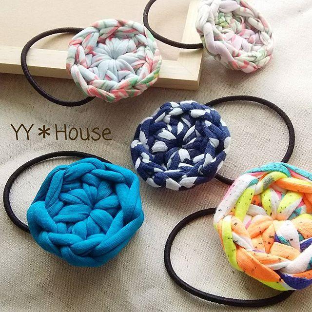 昨夜、Tシャツヤーンで色々試作してみて、こんなシンプルなのも有りかな〜と(*´˘`*) 極太糸なので存在感ありです  #ヘアゴム #hairelastic #丸 #circle #ハンドメイド #handmade #編み物 #手編み #かぎ針編み #crochet #Tシャツヤーン #tshirtyarn  #YY_House #わいわいはうす