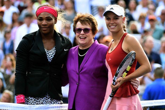 Serena Williams and Caroline Wozniacki pose alongside Billie Jean King - ABC Grandstand Sport (Australian Broadcasting Corporation)