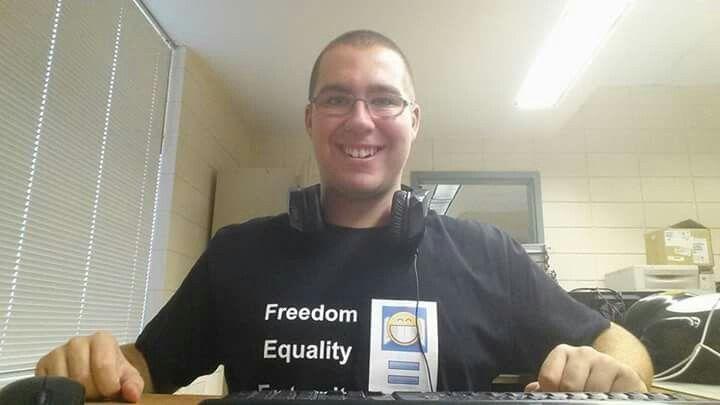 2e année 7e semaine 23e jour à fierbourg dep soutien informatique =D Freedom, Equality, Fraternity, Strength, Love & Fun!!! =D Christopher Gagnon The Crazyfreegeek New black t shirt =D
