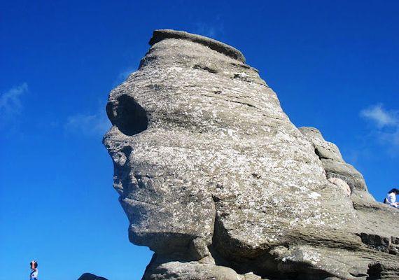 Bucsecs-hegység egyik legkedveltebb látnivalója a Szfinx, melyet a fennsíkon lévő szél formált olyanra, mintha egy emberi arc lenne.