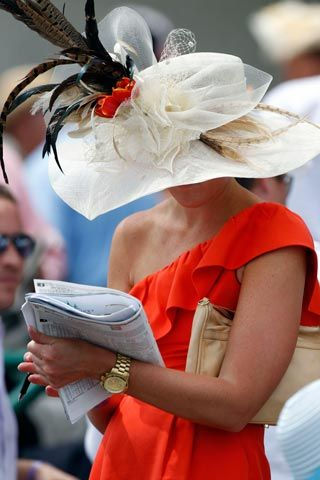 Kentucky Derby fashion #KentuckyDerby #Derby #fashion #style #hats #horses #racing www.derbyexperiences.com