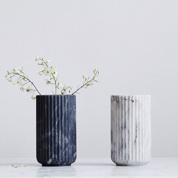Inspired by the classic greek dorian column the Lyngby vase has become somewhat of a design icon. Using portuguese marble takes the classic design back to it's roots, and also making every vase unique. Design by Hilfling. || Link in bio ||#artillerietstore #artilleriet #lyngbyvase #hilfling