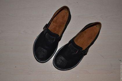 Купить или заказать мокасины   'черные бриллианты ' в интернет-магазине на Ярмарке Мастеров. Туфли под мокасины подклад -велюр .Обувь очень мягкая и приятная в носке .Цвета могут быть различные .Пятка полужёсткая .Подъём регулируется . 37 размер .Готовая пара Туфли чудесные ,аккуратные,с круглым носом ,очень уютные .В пальцах колодка достаточно широкая ,подьём регулируется .Садится практически на любую ногу .подошва из облегченной микропоры .Этот материал снова входит в моду .