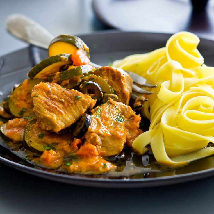 Découvrez la recette Sauté de veau facile aux légumes sur cuisineactuelle.fr.