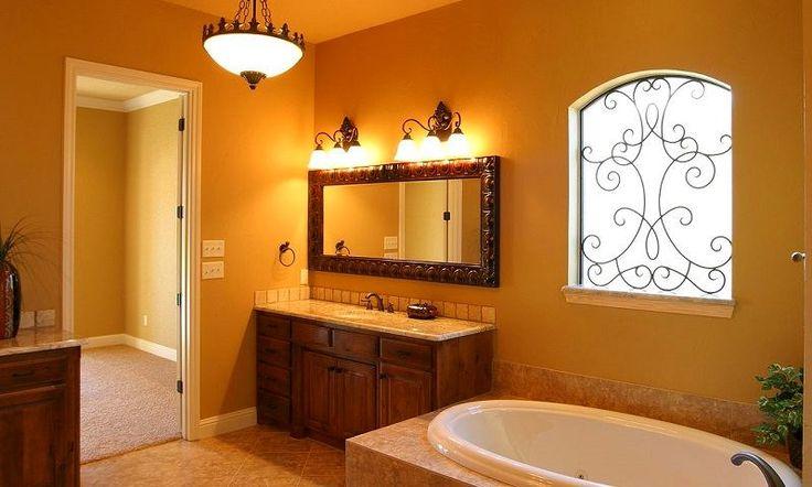 Ванная в цветах: желтый, бордовый, темно-коричневый, коричневый, бежевый. Ванная в .