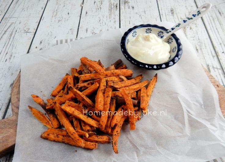 Friet van zoete aardappel uit de oven. Een heel simpel maar wel een heel lekker recept. Ik heb het deze keer gemaakt met Italiaanse kruiden en zeezout.