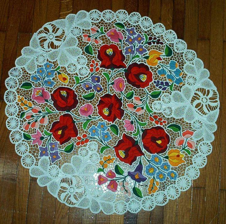 Folkart kézművesház » Hand-embroideries -  kalocsai terítő