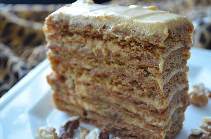 Υπέροχη τούρτα με μέλι και καραμέλα, που έφτιαξε η Αγάπη και μας άρεσε πολύ.To medovik είναι από τις πιο δημοφιλείς τούρτες στη Ρωσία και την συναντάμε σε πολλές παραλλαγές. πώς να την φτιάξουμε: γ...