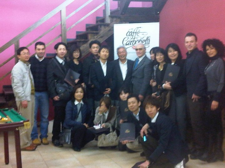 A group photo. The family Carbonelli with the entire delegation of Japanese businessmen.  http://www.lucacarbonelli.com/2011/02/caffe-carbonelli-fa-scuola-al-giappone.html  #japan #coffee #business