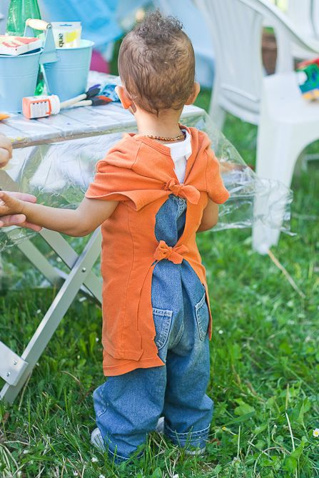 super easy art smock out of old or cheap t-shirts. This is a great idea for my messy artists.