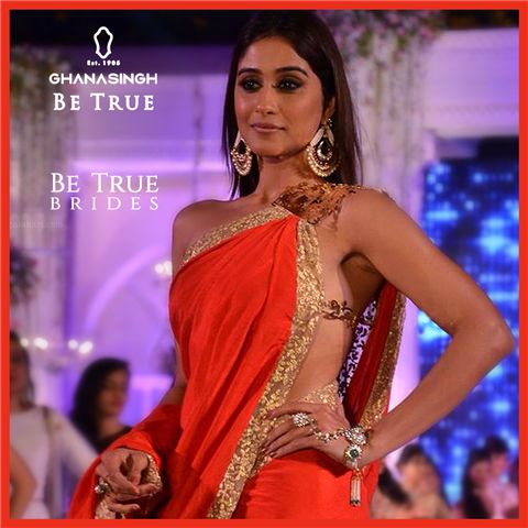 Less Is More: #BeTrueBrides wear single-toned sarees with striking pieces of jewellery like haathphools & jhumkis for a contemporary style. Check out how beautifully Regina Cassandra carries this fresh trend with Ghanasingh Be True!