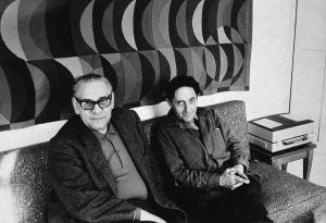 """En los 70,junto con artistas e intelectuales cómo Seoane,Diaz Pardo crea """"Laboratorio de Formas"""",proyecto de investigación experimental que desembocará en la revitalización de la fábrica de Sargadelos."""