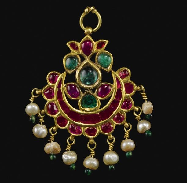 "India | ""Tikka"" ~ A Kundan technique rubies and emerald set gold pendant from Gujarat | ca. 1700."