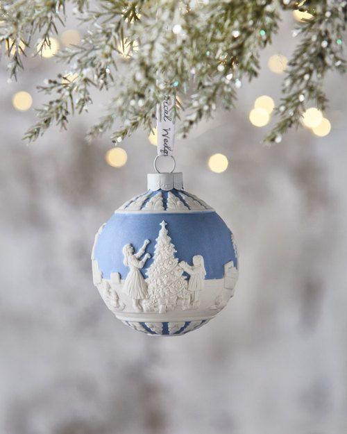 WEDGEWOOD 2018 Dressing the Christmas Tree Ornament $35 Free World